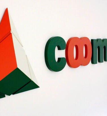 Backing de Coomuldesa, diseñado por Galanés Agencia de Comunicación.