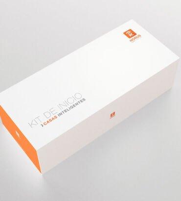 Empaque de Kit de domótica para Horus Smart Control, diseñado por Galanés Agencia de Comunicación.