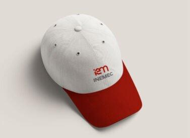 Gorra de Inemec, diseñada por Galanés Agencia de Comunicación.
