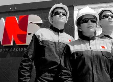 Uniformes de ANS Comunicaciones, diseñados por Galanés Agencia de Comunicación.